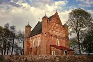 Церковь-крепость Архистратига Михаила с. Сынковичи